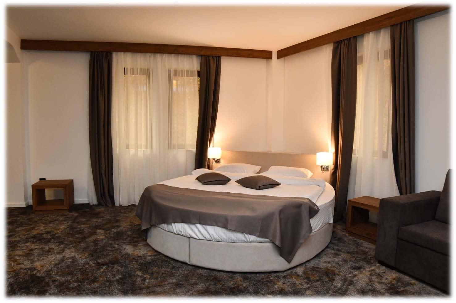 "Hotel ""Emrović Raj"""